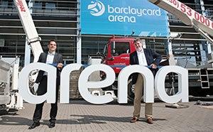 """More Info for """"Arena-Hochzeit"""" vollzogen: 30 Quadratmeter große Dachlogos der Barclays Arena montiert"""